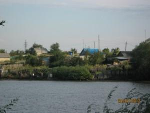 Поселок Новоникольск на трассе Орск-Оренбург и его пруд.