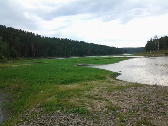 Мелководная завораживающая речка
