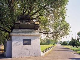 Танк возле кладбища во Вроцлаве (Бреслау)