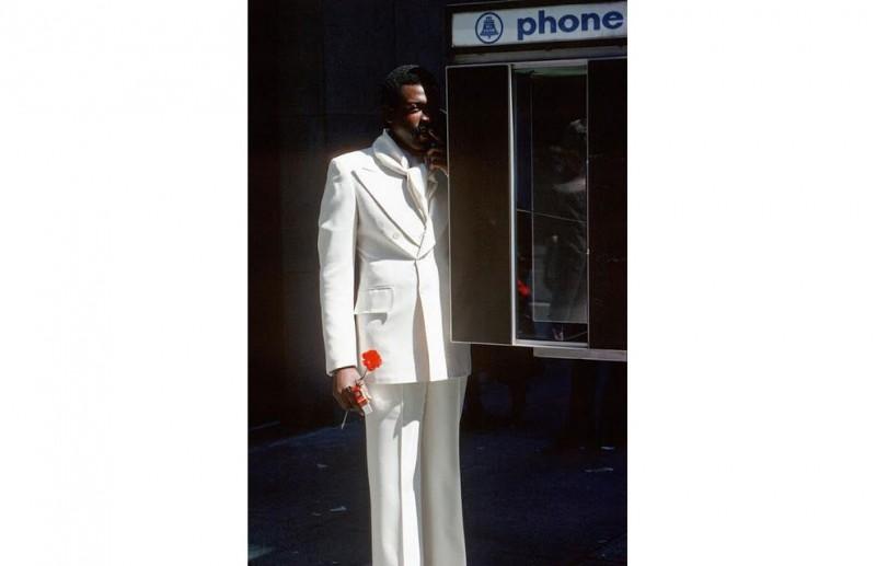 Человек и телефонная будка