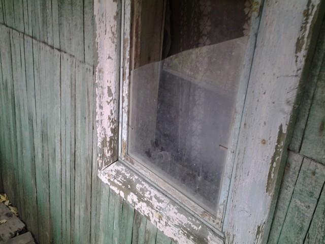 Окно выбито наводнением еще в 90-е годы