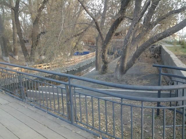 Пешеходный мост через речку