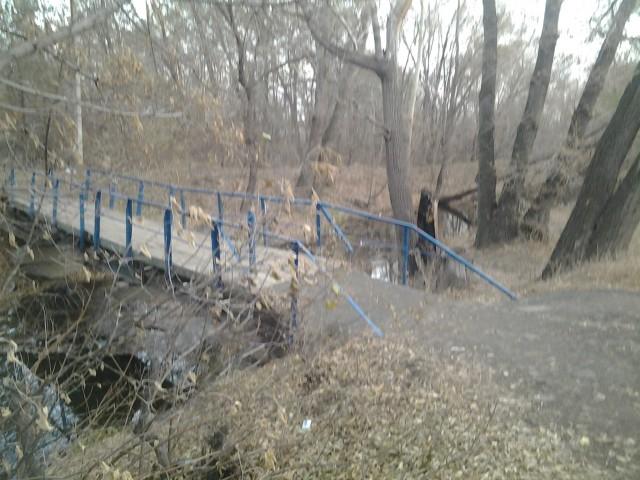 Мост возле домов по улице Стасова