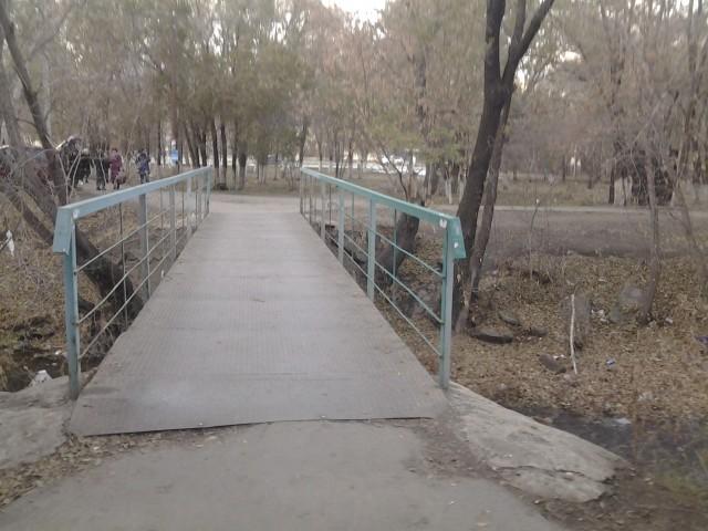 """Мост на остановке """"6-ая школа"""""""
