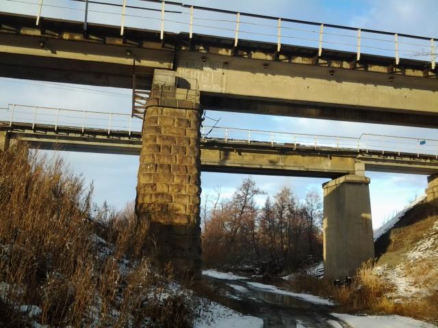 Железнодорожный мост в поселке Геологи