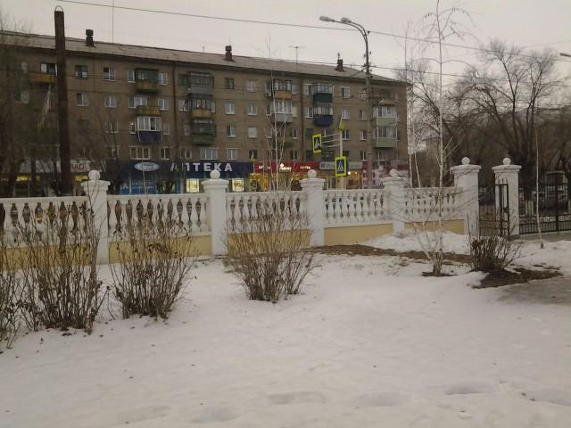 Вид на проспект Ленина со двора школы