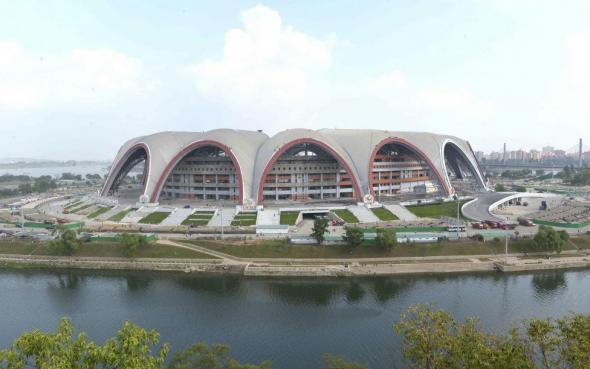 Реставрационные работы на Первомайском стадионе