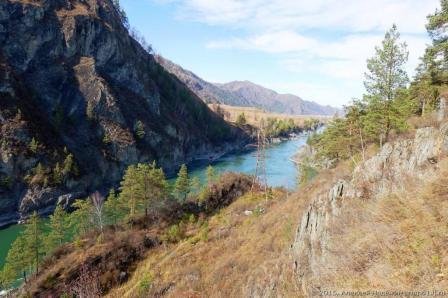 Вода в реке Катунь удивительного бирюзового цвета 3