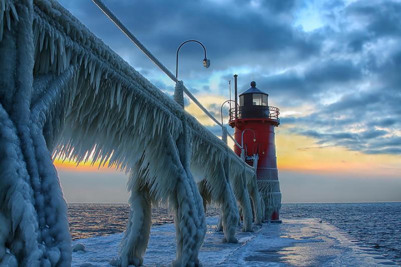 Замороженный маяк в США 2