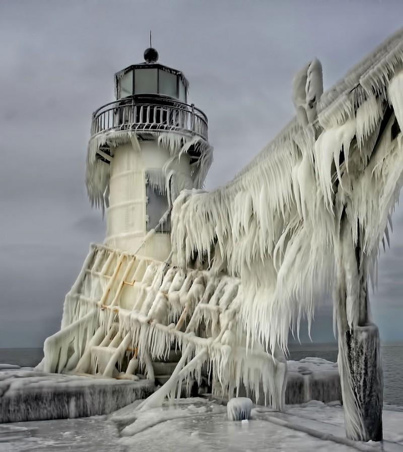 Замороженный маяк в США