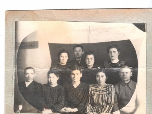 Фото взято с сайта Бессметрный полк, где указано, что Валиков Николай Матвеевич родился 23.12.1912 года, призван из города Вятка (сейчас Киров), но по документам все-таки из Молотовска