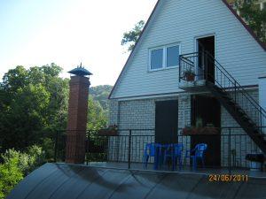 Вид на летнюю кухню со стороны дома