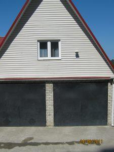Окно-это кухня над гаражами, вид со стороны смотровой площадки