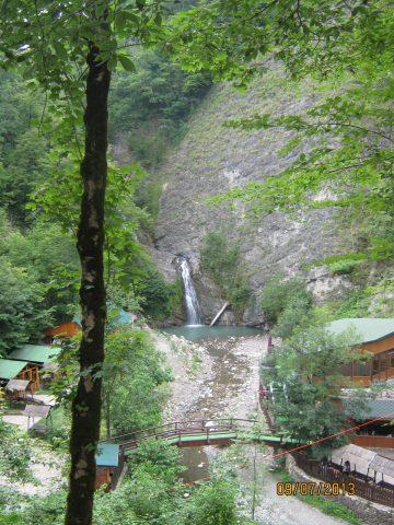 Первый или нижний водопад