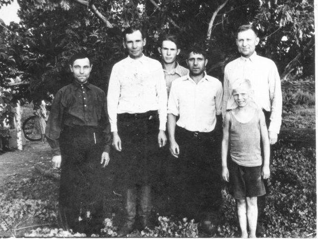 aleksandrovskiy-rayon-hutor-duvanka-1y-uranskiy-hutoryane-iyun-1957314-1