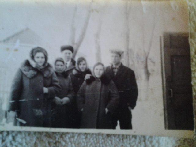 Слева направо- Клавдия, Любовь, Раиса и Мария Васильевны Ульцевы. Позади муж Раисы - Виктор Бурин, рядом с бабушкой Машей мой дед Калашников Михаил Александрович