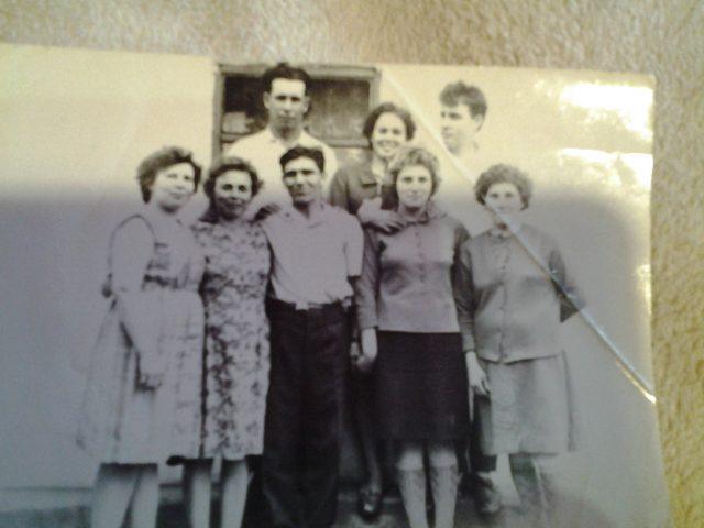 В центре младший брат бабушки Иван Васильевич Ульцев с женой Анастасией