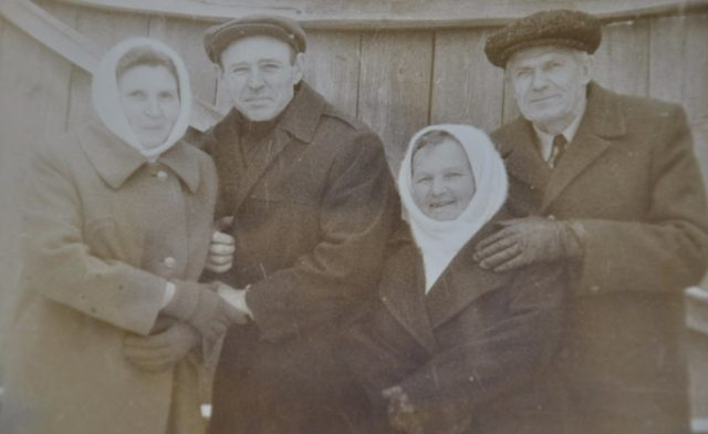 Одиноков Александр Герасимович в центре
